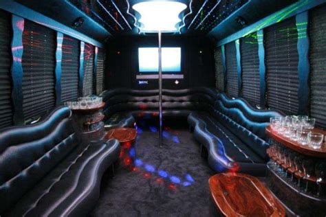 Party Bus Aberdeen, SD - 14 Cheap Party Buses For Rent